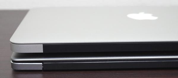 MacBook Air vs Chuwi Lapbook Air ヒンジ部分より