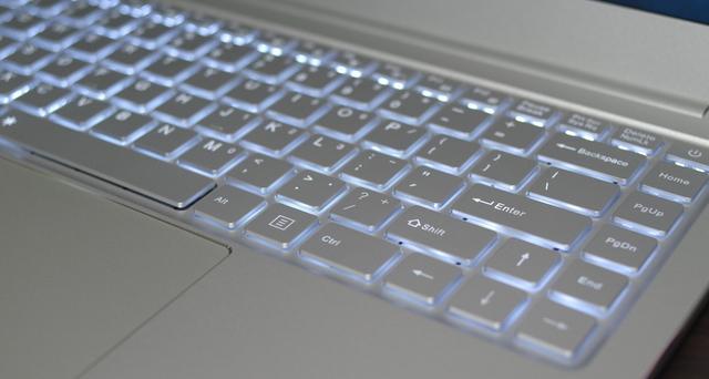 Jumper EZBook X4 IPS パネル版、バックライト点灯