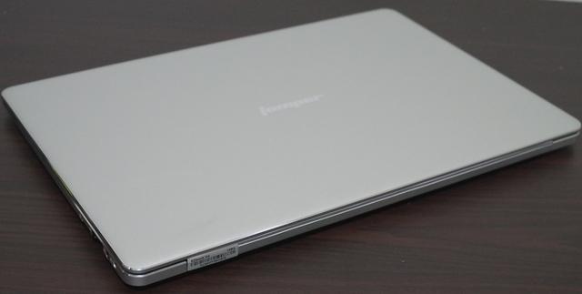 Jumper EZBook X4 天板を別角度より