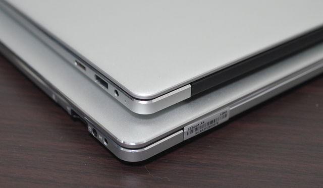Jumper EZBook X4 IPS パネル版、右サイド上方より